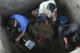 ขุดพบโครงกระดูกมนุษย์โบราณอายุ 2,000 ปี ที่ราชบุรี