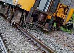 รถไฟสุพรรณบุรี-กทม.ตกราง - โชคดีไร้เจ็บ