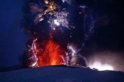 ภูเขาไฟไอซ์แลนด์ปะทุต่อเนื่อง งดบินกว่า 300 เที่ยว!
