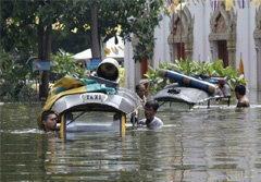 ชาวบ้านร้องเรียนถูกน้ำท่วมแต่ กฟน.ยังขู่ตัดไฟ