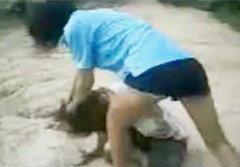 คลิปนักเรียนหญิงรุมตบเพื่อน ขู่พาผู้ชายมารุมโทรม