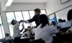 คลิปครูกับนักเรียนเถียงกัน หวิดวางมวยในห้องเรียน