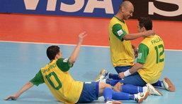 """ฟุตบอล : """"ฟัลเกา""""เบิ้ล""""บราซิล""""แซง""""ฟ้าขาว""""3-2ทะลุ4ทีมชน""""โคลอมเบีย"""""""