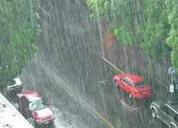 ฝนกระหน่ำทั่วกรุงน้ำขังผิวการจราจรบางจุด