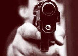 มือปืนกระหน่ำยิงชายดับคาชามอาหาร