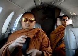 ฉาว!ภาพคณะพระสงฆ์ไทยช็อปสหรัฐฯว่อนเน็ต