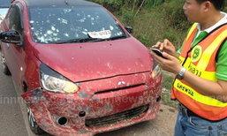ภาพระทึก! รถพ่วงทำหินหล่นกระเด็นถูกรถเก๋งกระจกแตก