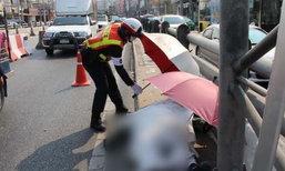 ตำรวจกางร่มให้ศพที่อุโมงค์ปากเกร็ด คาดถูกรถชนแล้วหนี
