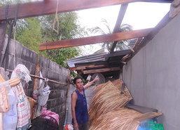 อุทัยธานีอ่วมพายุซัดบ้านเสียหายนับ10หลัง
