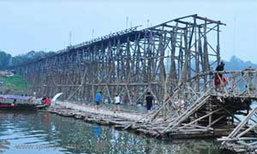 ชาวมอญสังขละ โวย ผู้ว่าฯใช้งบ 16 ล้าน ซ่อมสะพาน 1 ปี ไม่คืบ ขอดึงมาทำกันเอง
