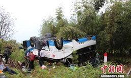 รถทัวร์ในจีนพลิกคว่ำบนทางด่วน เจ็บอื้อ สาหัส 3