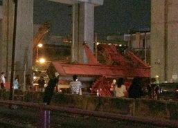 เครนยกแท่นปูนก่อสร้างรถไฟฟ้าหล่นทับคนงานดับ3