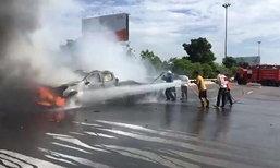 อุบัติเหตุซ้ำซ้อน 13 คันรวด เบนซ์ชนท้ายปิกอัพไฟไหม้วอด