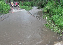 ลำปางฝนหนักน้ำป่าหลากพัดถนนรางรถไฟ