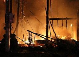 ไฟไหม้บ้านไม้เก่าเมืองหนองคาย-ไร้เจ็บตาย