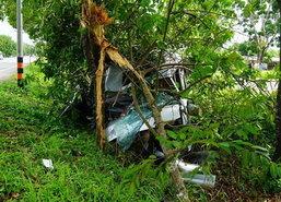 รถตู้โดยสารชนต้นไม้ริมทางพัทลุงเจ็บ5ราย