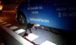 โจ๋ซิ่งย้อนศรหนีด่านล้ม สาวซ้อนท้ายกระเด็นถูกแท็กซี่ทับเละ