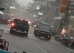 พิจิตรฝนหนักเตือนภัยที่ลุ่มเก็บของขึ้นสู่ที่สูง