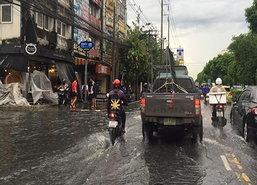 กทม.เร่งพร่องน้ำเตรียมพร้อมรับมือฝนตกหนัก