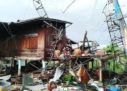 พายุฝนถล่มพิจิตรเสาไฟโค่นหลายต้นดับทั้งเมือง