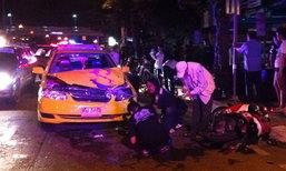 4 สาวขี่จยย.ย้อนศร ชนแท็กซี่ย่านอ่อนนุช ตาย 1 เจ็บ 3