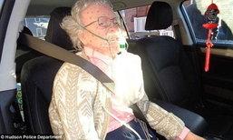 พูดไม่ออกบอกไม่ถูก! ตำรวจทุบกระจกรถช่วยหญิงชราใกล้ตาย แต่สุดท้ายกลายเป็นหุ่น