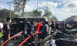 สยองรับปีใหม่ รถตู้ชนปิกอัพ ไฟไหม้คลอกตายกว่า 20 ศพ