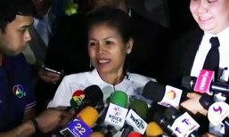 ไต่สวนคดีวันแรกเสร็จแล้ว  ครูจอมทรัพย์เดินยิ้มออกจากศาล ขอบคุณชาวไทยที่ให้กำลังใจ