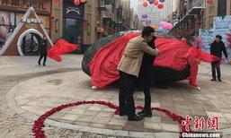 อลังการ! หนุ่มจีนทุ่มเงินล้านหยวนซื้อหินอุกกาบาตหนัก 33 ตัน ไปขอแฟนสาวแต่งงาน