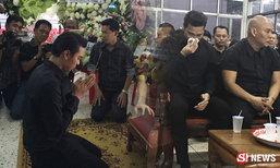 โหน่ง ชะชะช่า พาลูกชายเข้าขอขมาศพ เจ้าตัวยังตกใจ-เศร้า
