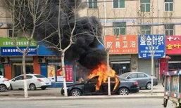 อุทาหรณ์! เด็ก 2 คนเล่นไฟในรถ ไหม้วอดยกคัน เคราะห์ดีช่วยทัน