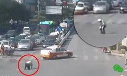 ตร.จราจรจีนร้อนจัด เป็นลมกลางถนน ปชช.ช่วยหามส่งหมอ