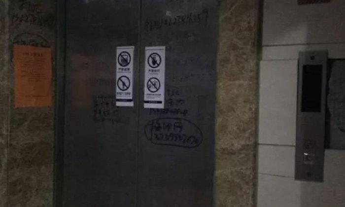 สยองขวัญ! ตร.จีนเจอศพติดในลิฟท์ คาดอยู่เป็นเดือน-ไม่มีใครรู้
