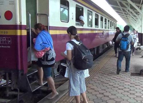 ผู้โดยสารแห่ใช้บริการรถไฟแน่น-สถานีลำปางคึก
