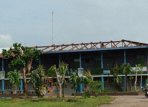พายุพัดโรงเรียนบ้านวังน้ำมอกร่วมเดือนไร้ช่วยเหลือ