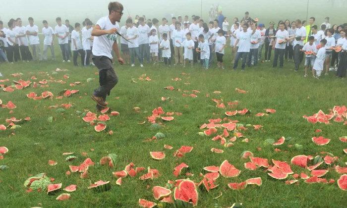 """แปลกแต่จริง เมืองจีนเปิดตัวเทศกาลแปลกๆ """"ปาแตงโม"""""""