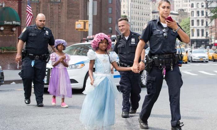 ตำรวจสหรัฐช่วย 2 เจ้าหญิงผู้หิวโหยเดินเร่ร่อนขออาหาร
