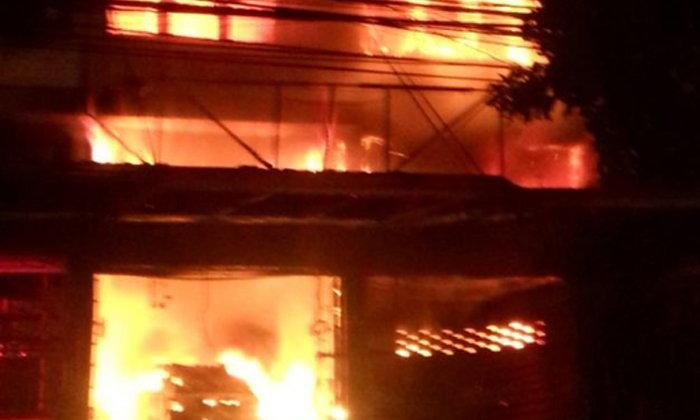 ไฟไหม้ตึกปากซอยนวมินทร์ 99 พ่อแม่ ลูกแฝด ยาย ดับคากองเพลิง 5 ศพ