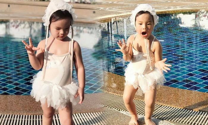 ตะมุตะมิไปกับ น้องปีใหม่ น่ารักในชุดว่ายน้ำคลายร้อน