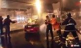 แท็กซี่วิ่งอยู่ดีๆ ระเบิดไฟลุก โชเฟอร์ผู้โดยสารวิ่งหนีตาย