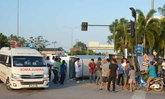 รถตู้ชนกระบะกลางสี่แยกเมืองตรังเจ็บ9ราย