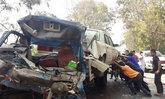 รถ6ล้อชนอัดท้าย18ล้อสุรินทร์ดับ2เจ็บ1ราย