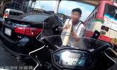 ชาวเน็ตชม หนุ่มข้ามถนนตัดหน้าบิ๊กไบค์ ยกมือไหว้ขอโทษ