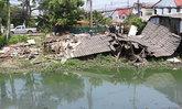 ปทุมธานีน้ำคลองแห้งตลิ่งทรุดตัวบ้านพัง