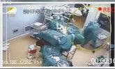 ศึกห้องผ่าตัด หมอกับพยาบาลตบตีระหว่างรักษาคนไข้
