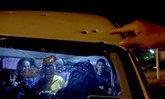 บ้าระห่ำ! คนร้ายยิงต่อสู้ตำรวจ พลาดโดนรถตู้พรุน 8 รู ก่อนวิ่งหนีเข้าป่า