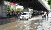 ถนนรัชดาภิเษกหน้าศาลอาญาน้ำเริ่มลด