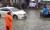 น้ำท่วมถนนพหลโยธินสูง 10-30 ซม. รถแน่น