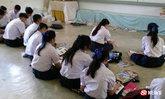 วอนช่วย โรงเรียนที่ลำปางขาดโต๊ะเก้าอี้ ต้องนั่งเรียนกับพื้น