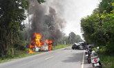 รถตู้พุ่งชนกระบะสงขลาไฟลุกท่วมดับ2เจ็บ6